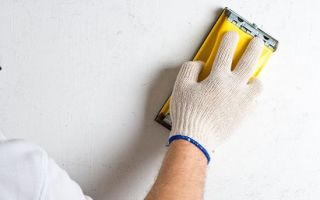 Шпаклевка стен своими руками — учимся выполнять пошагово