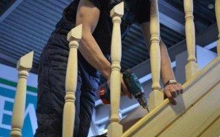 Установка балясин на деревянную лестницу своими руками — пошагово