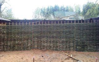 Плетеный забор своими руками — пошаговая инструкция