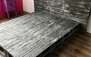 Мебель из поддонов — необычно, недорого и весьма практично, делаем кровать своими руками