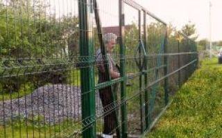 Как сделать забор из сетки рабицы — пошаговая инструкция