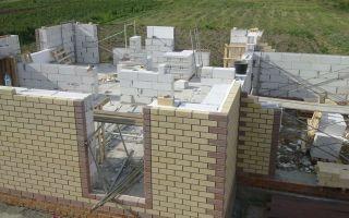 Строительство дома из пеноблоков своими руками — инструкция, топ-6 лучших производителей пеноблоков