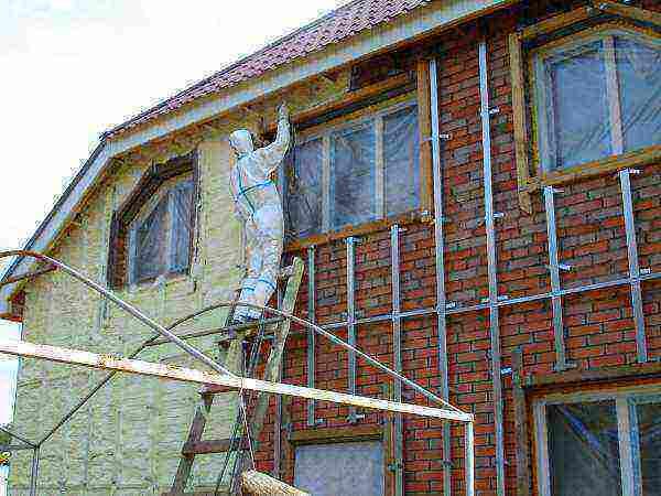 Пена для утепления стен - разновидности, характеристики, особенности применения