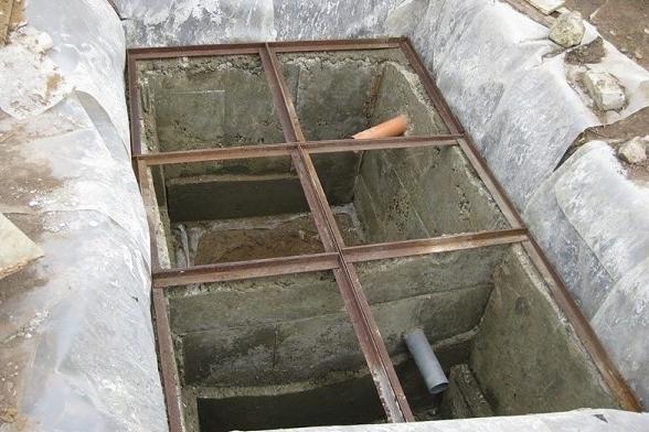 Вставка в бетонный септик - для чего нужна, разновидности, монтаж