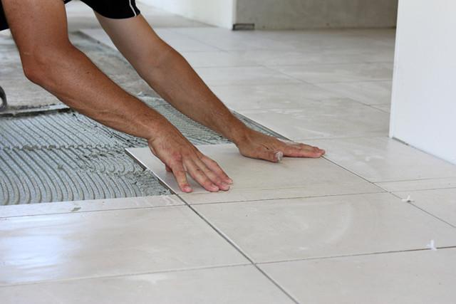 Укладка керамогранита на пол своими руками - иллюстрированная пошаговая инструкция