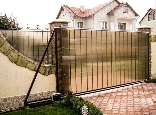 Забор из поликарбоната своими руками - инструкция по строительству