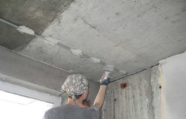 Штукатурка потолка своими руками - инструкция пошагово
