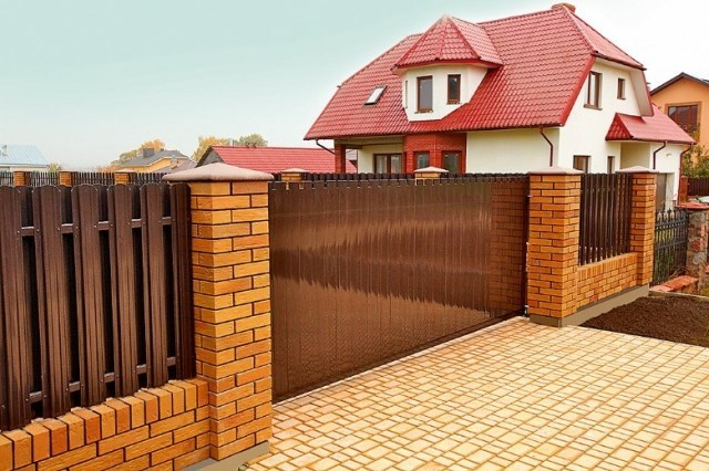 Выбираем въездные ворота для загородного дома — пошаговый алгоритм от «АЛЮТЕХ»