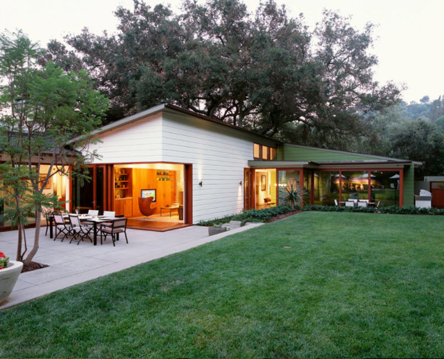 Проекты одноэтажных домов с террасой - 70 современных идей