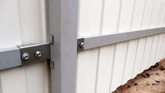 Как построить забор из профлиста своими руками - пошаговая инструкция для домашнего мастера