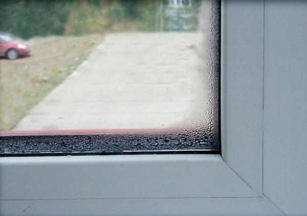 Почему запотевают пластиковые окна внутри - причины и способы устранения