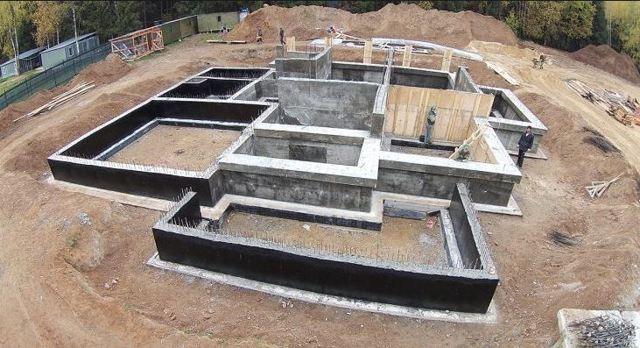 Ленточный фундамент своими руками - инструкция для начинающих строителей