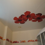 Натяжные потолки в ванной плюсы и минусы - как не ошибиться с выбором материала