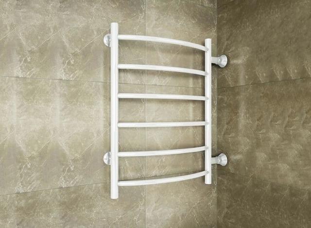 Установка полотенцесушителя в ванной - разбор схем подключения прибора