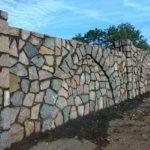 Забор из камня своими руками - пошаговая инструкция