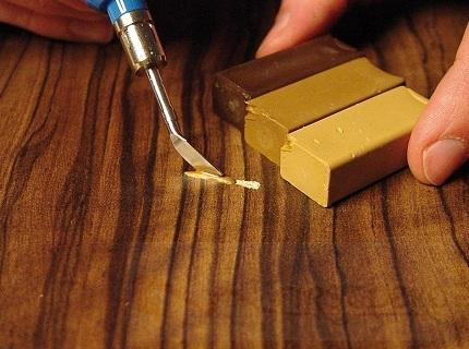 Замазка для ламината - разновидности и порядок проведения реставрации ламината