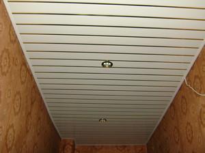 Как обшить потолок пластиком - инструкция для самостоятельного выполнения