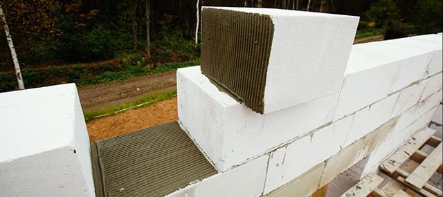 Клей для газобетонных блоков - обзор смесей, выбор, расчет количества