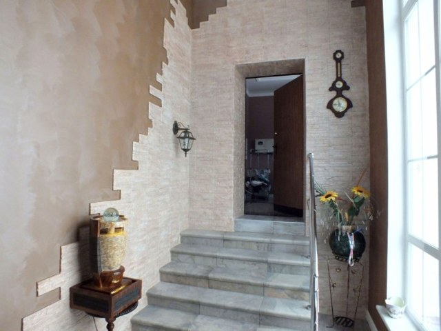 Отделка прихожей декоративным камнем - инструкция, лучшие современные материалы