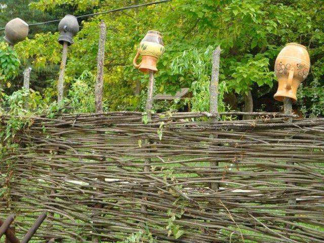 Плетеный забор своими руками - пошаговая инструкция