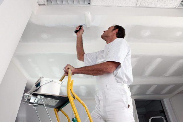 Какой краской красить гипсокартонный потолок - советы по выбору