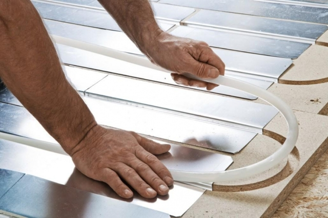 Как сделать теплый пол в квартире своими руками? Инструкция с фото