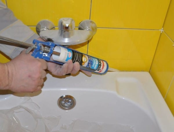 Как установить на ванну пластиковый уголок - делаем самостоятельно